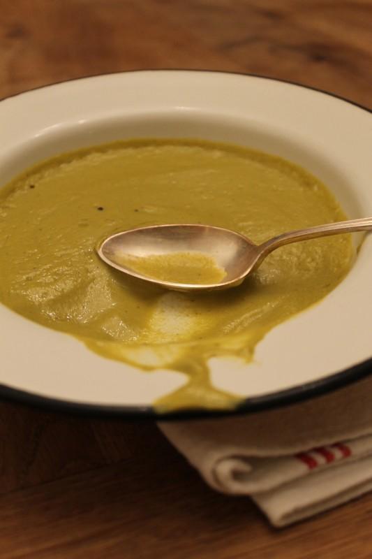 מרק שעועית ירוקה ושקדים