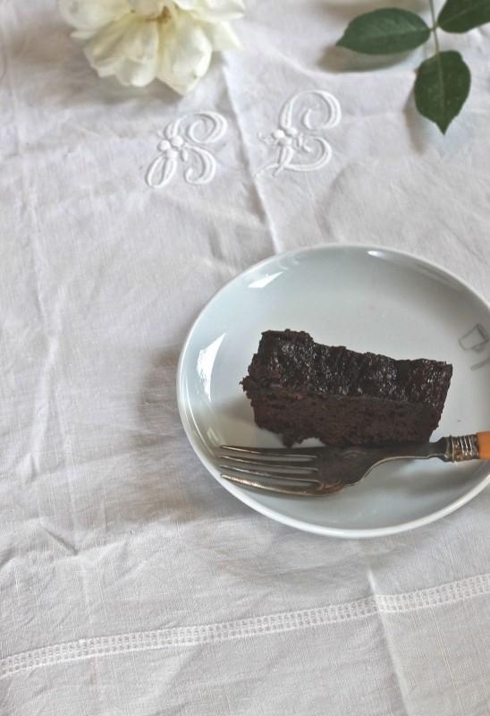 עוגת שוקולד שזיפים